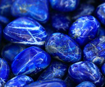 Conheça a pedra Lápis-Lazúli - Energia e poder terapêutico